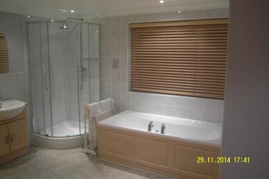 The Leconfield : Bathroom