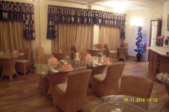The Leconfield : Dining Room in the evening
