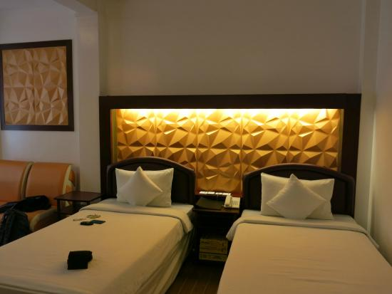 Clover Hotel: Twin bed