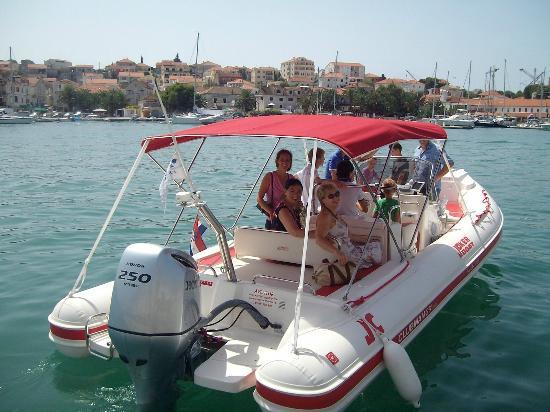 Aventur Yacht Charter