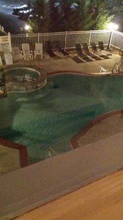 The Mimslyn Inn : Pool from my room