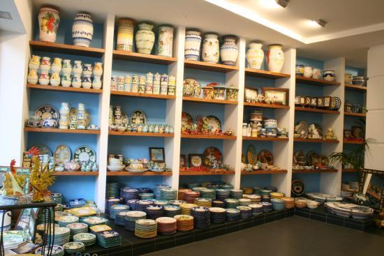 Ceramiche di Vietri: interno del punto vendita Vomero