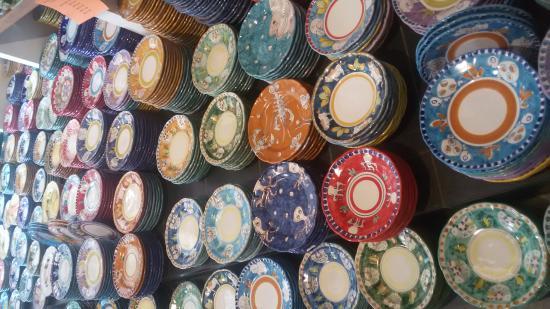 Piatti decorati a mano foto di ceramiche di vietri napoli