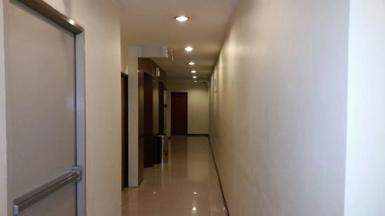 Grand Business Inn: Passage to rooms