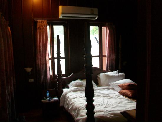 Lakhangthong Boutique Hotel: my room on first morning (after I tossed it)
