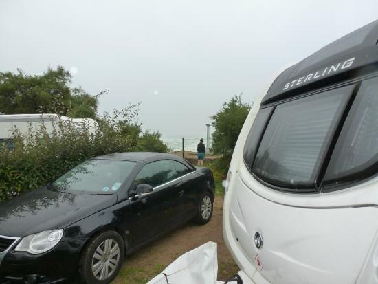 Camping International Erromardie: Pitch next to the beach road