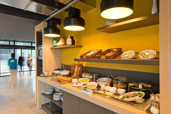 Le Mesnil-Amelot, France: Buffet petit déjeuner