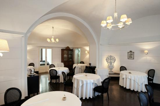 http://media-cdn.tripadvisor.com/media/photo-s/07/01/93/2d/ristorante-la-gazza-ladra.jpg