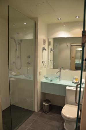 Quality Hotel Gateway : Bathroom
