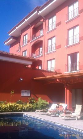 Courtyard by Marriott San Jose Escazu: Clean quiet pool area