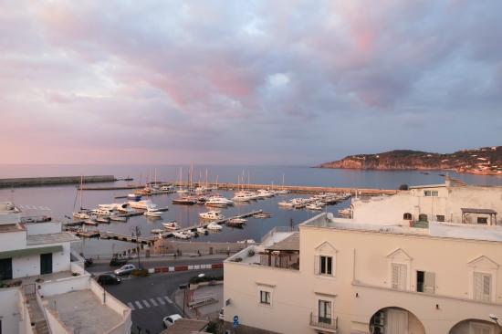 Hotel Terme Zi Carmela: Vista sul porto