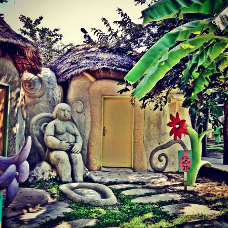Naidee Sculptured Huts @ Vic Hua Hin : Fat lady room