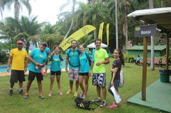 Refúgio do Corsário: Área externa próxima da piscina. Equipe Adventure Camp Kids durante evento no Refúgio.