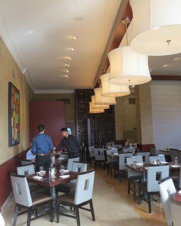 NINE-TEN Restaurant & Bar : Interior Nine-Ten Restaurant, Grande Colonial Hotel, photo by Mike Keenan