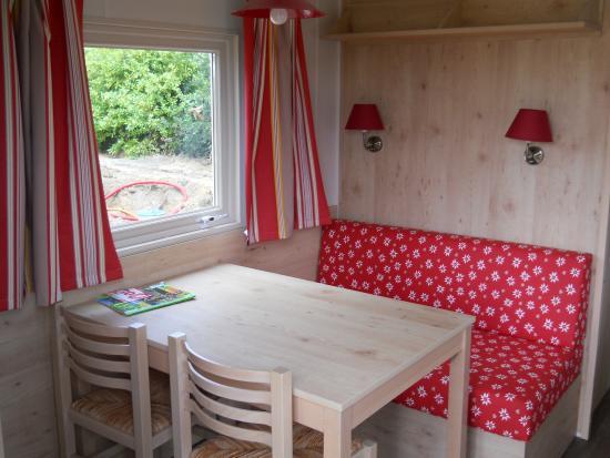 ..salle  à manger du cottage roulotte