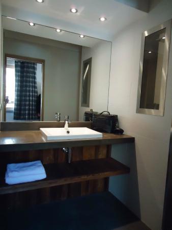 Hotel du Fornet: salle d'eau