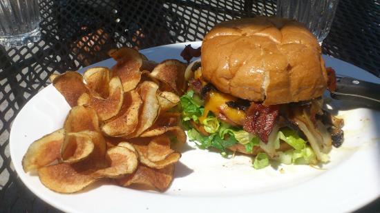 Windseeker Restaurant: Underbar hamburgare, med allt :)