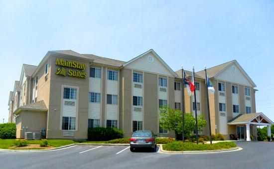 MainStay Suites Charlotte: Hotel Exterior