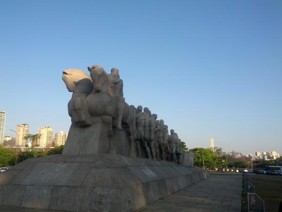 Obelisk of Sao Paulo: Bandeiras