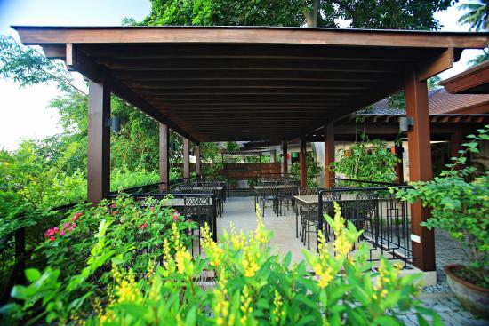 Hotel Tropika Davao: Aseya al fresco dining area