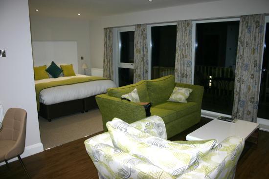 The White Horse at Woolley Moor: Room 1 at night