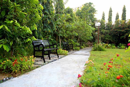 Garden Walk Inn: Picture Of Hotel Tropika Davao, Davao City