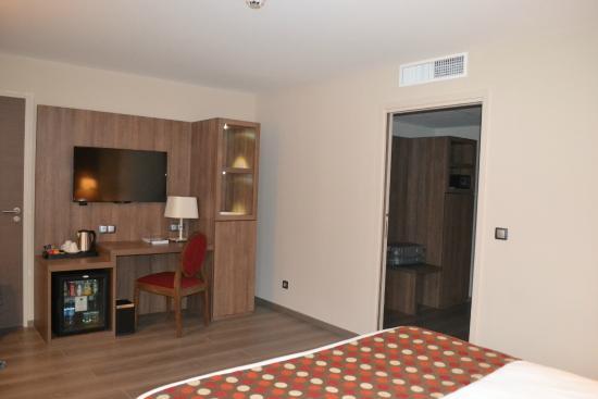 Best Western Hotel Des Barolles - Lyon Sud : Chambre résidentielle