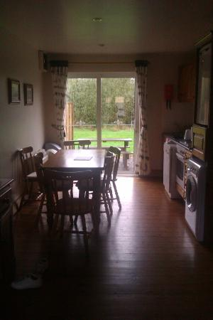 Old Killarney Cottages: Kitchen area
