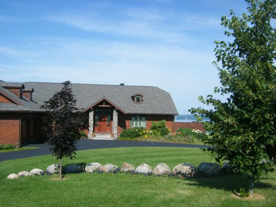 Pine Grove Bed & Breakfast: Property Grounds