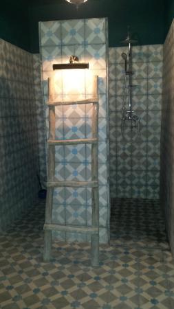Foutour & Sarir Riad: bagno con doccia