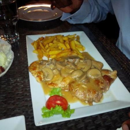 Lagoon Restaurant: chicken diane with fries