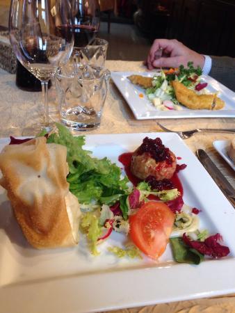 Restaurant La Hulotte Au Lion D'or : Ici l'entrée. Camembert fondu avec une pointe de miel