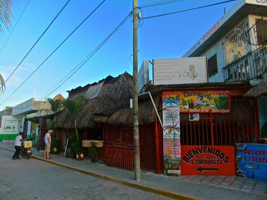 El Tacoqueto: 昼間の外観