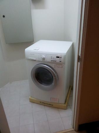 Somerset Park Suanplu: Laundry