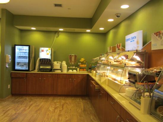 Holiday Inn Express New York - Manhattan West Side : Le buffet de petit déjeuner