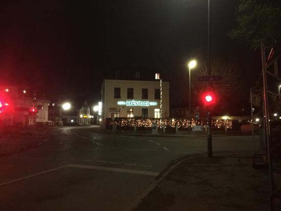 Hotel Grünwald Garni: The hotel at night in December