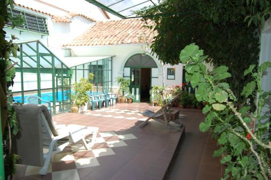 Casa Verde B&B: Jardín y área de descanso
