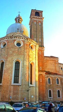 Cattedrale di Santa Maria Assunta con il suo Battistero : construção do século 12