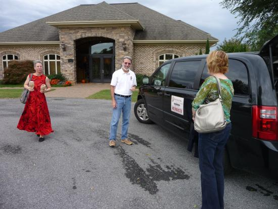 Vintage Inn Bed and Breakfast: Our wine limo and driver!