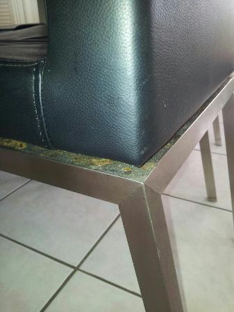 Boulevard North Apartments : Dirt on rim of chairs