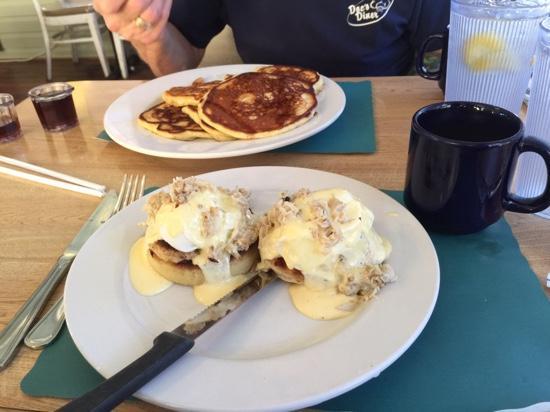 Blu' Island Bistro: crab Cakes Benedict & Buttermilk Pancakes