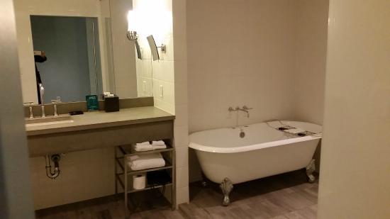 Kimpton Lorien Hotel & Spa: Bath 2