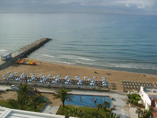 Hotel Calipolis: Blick auf den Strand am frühen Morgen