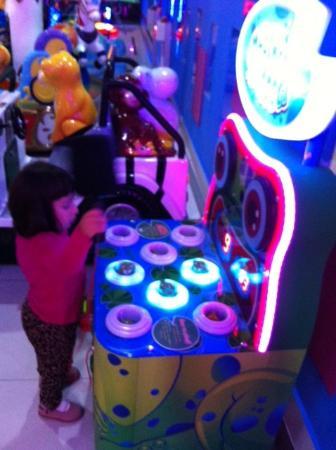 Foto de Shopping Center Larcomar (Centro Comercial Larcomar), Lima ...