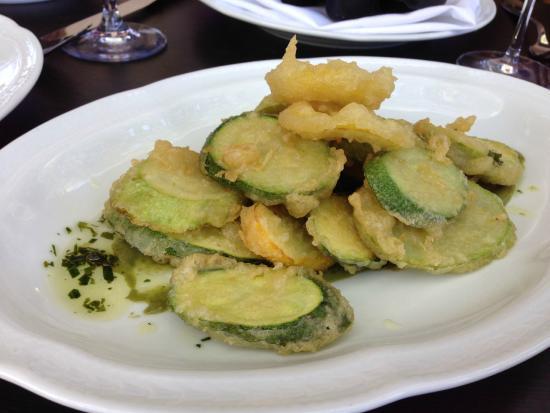 Petit Louis Bistro: Fried zucchini in lemon basil aioli