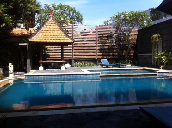 Sandat Hotel Legian: swimming pool