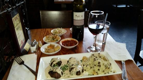 Hummus Kitchen: BINYAMINA GALIL MERLOT WITH KEBABS TEHINA