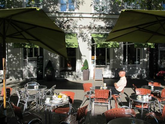 Vee's Kaffee: Nice terrace area