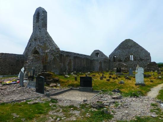 Ballinskelligs Old Burial Ground: Ballinskellig Priory Ruins