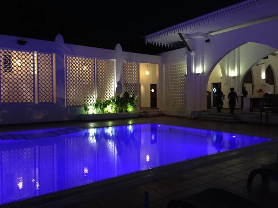 Terrace Restaurant: The pool has nice blue mood lighting